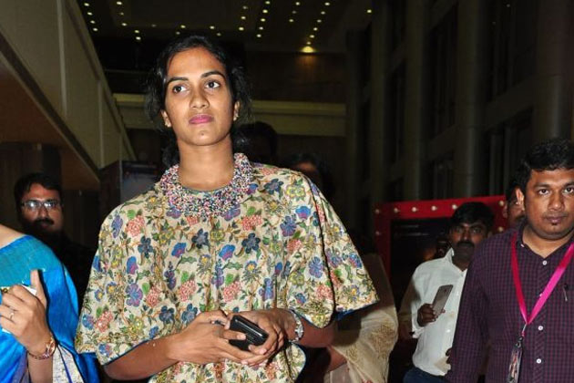 PV Sindhu Mobbed at Filmy Event
