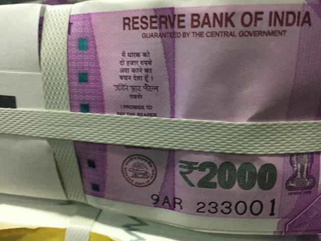 Trending: Rs 2000 Note First Look!