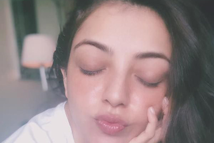 Pic Talk: Kajal' sweet kiss to her fans