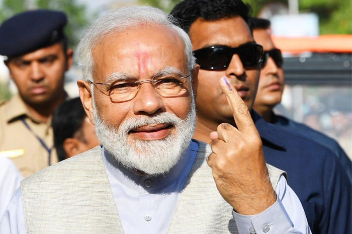 Third Phase Polling Under, Modi Votes