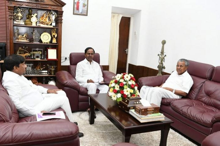 KCR Discussed The National Political Scenario: Kerala CM