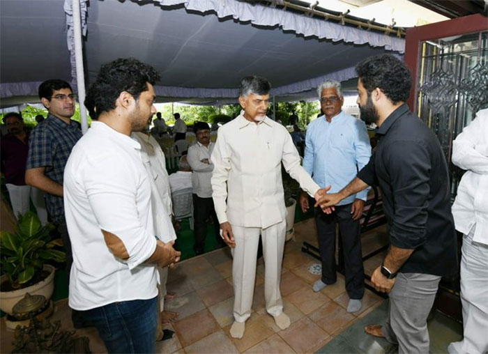 Chandrababu Meets Jr NTR
