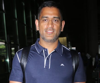 MS Dhoni Snapped at Airport