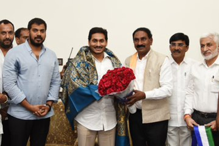 Babu's strong funder joins YSRCP