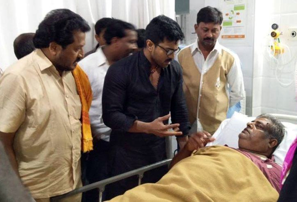 Charan Donates Rs.10 lacs to Md.Noor's Family