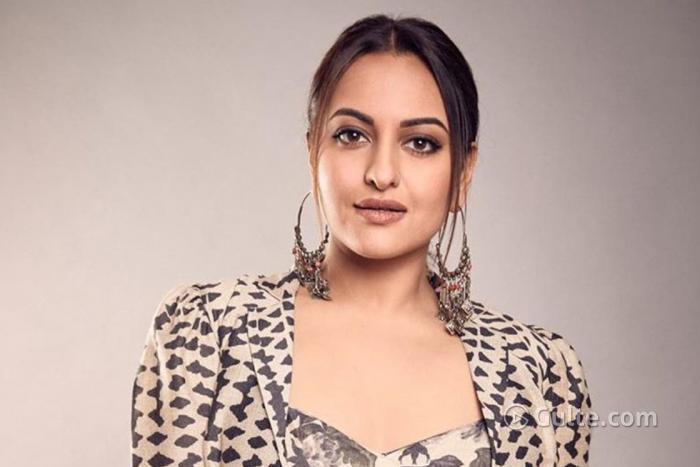 Sonakshi's Fast Reaction Disappoints Balayya's Fans