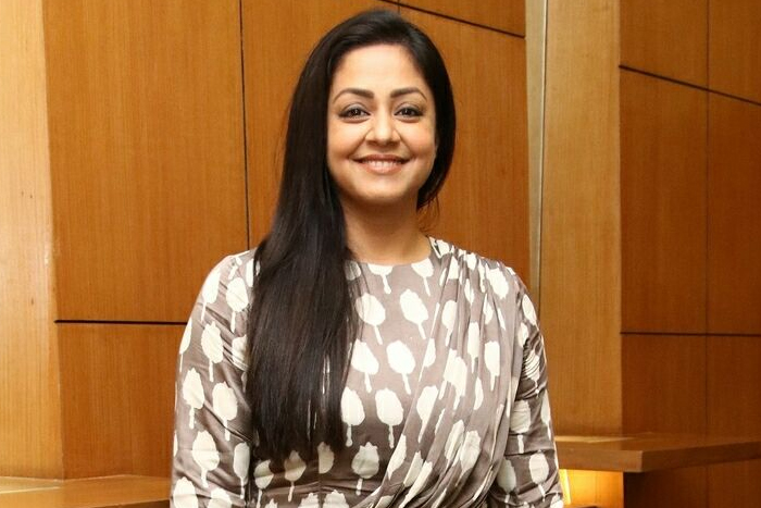 'Acting with Karthi is better than Suriya' - Jyothika