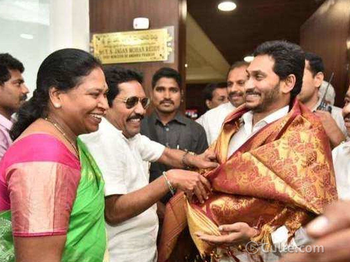 What Makes Paritala's Right Hand To Join YCP