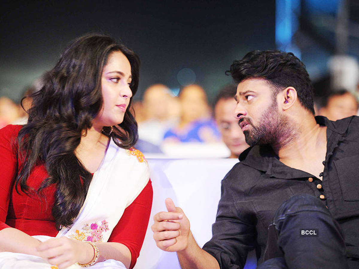Rumors On Anushka's Cricketer-Boyfriend Shock 'Pranushka' Fans