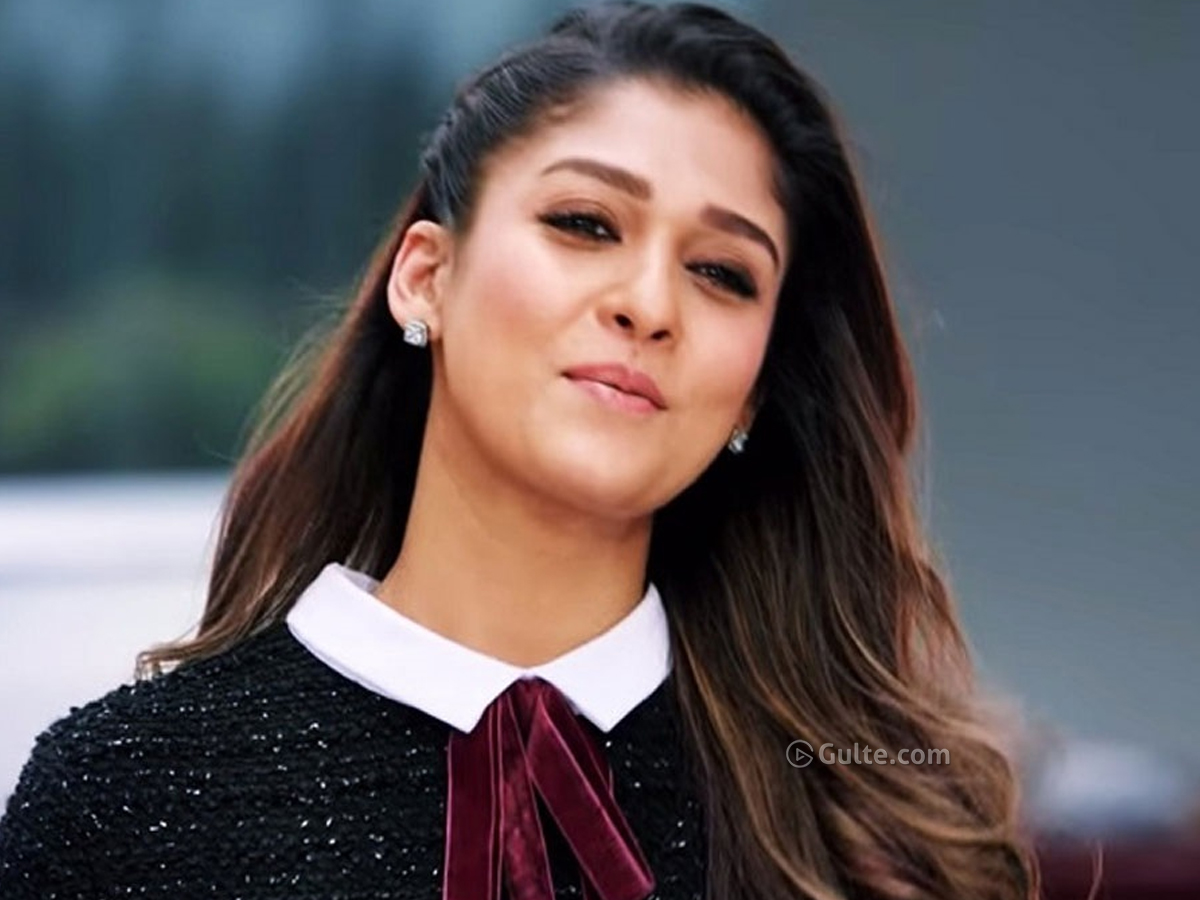 Highest Paid Heroine Gives Discount To Superstar
