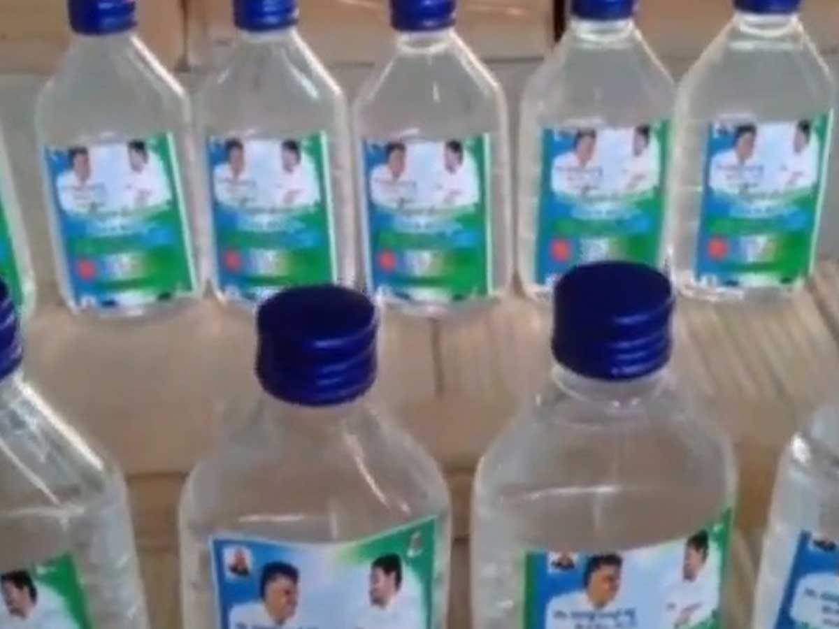 Chevireddy to distribute 'Jagananna' Sanitizers