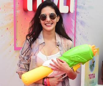Amyra Dastur holi celebration at Zoom Holi Fest