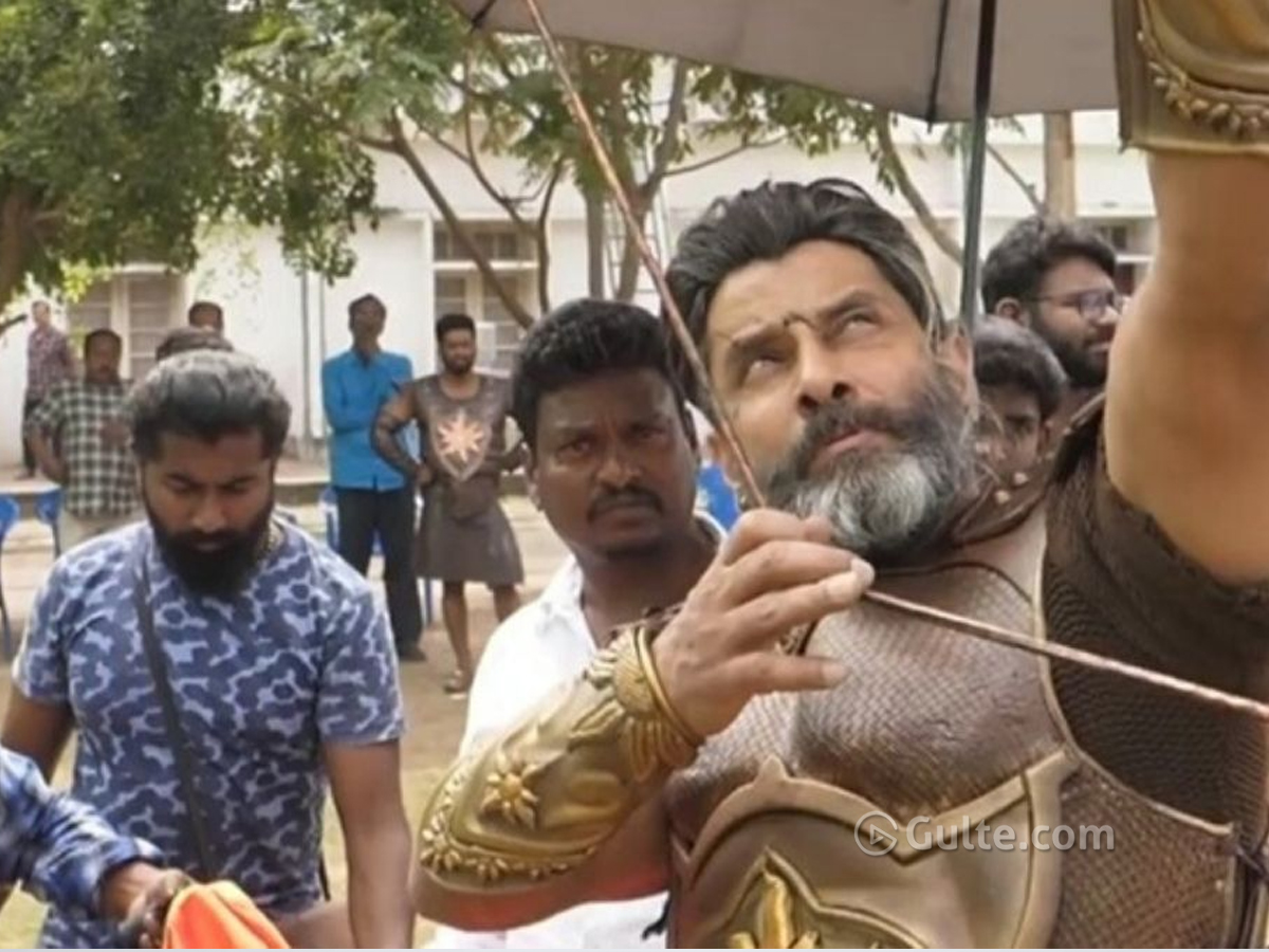 Vikram turns Mahavir Karna; looks fantastic